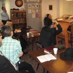 Kollel dean Rabbi Shachne Sommers delivers talk before Shavuos